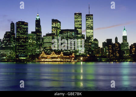 geography / travel, USA, New York, New York City, city views /scapes, skyline of Downtown Manhattan, early 1990s, - Stock Photo