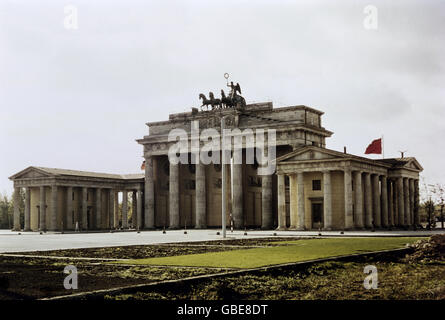geography / travel, Germany, Berlin, Brandenburg Gate, from East, 1959, Additional-Rights-Clearences-NA - Stock Photo