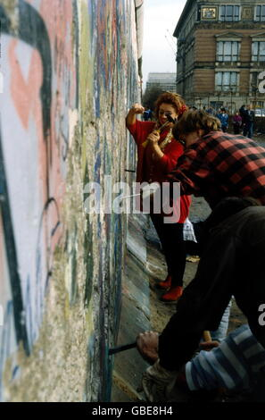 geography / travel, Germany, reunification, fall of the Berlin Wall, wall pecker, 1990, Additional-Rights-Clearences - Stock Photo