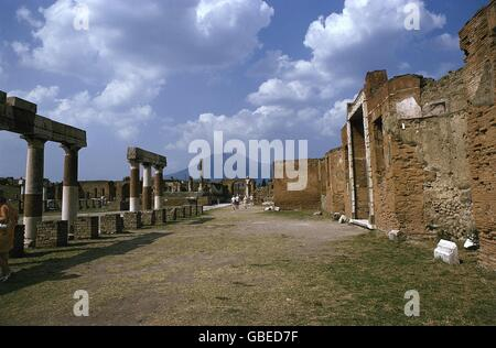 geography / travel, Italy, Pompeii, Forum, Eastern side, ruins of the building of Eumachia and Comitium, temple - Stock Photo