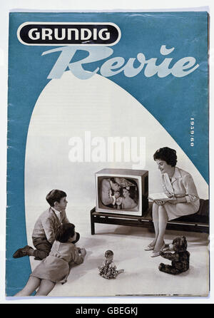 advertising, advertising for Grundig, 'Grundig Revue', family in front of the appliance, 1950s, Additional-Rights - Stock Photo