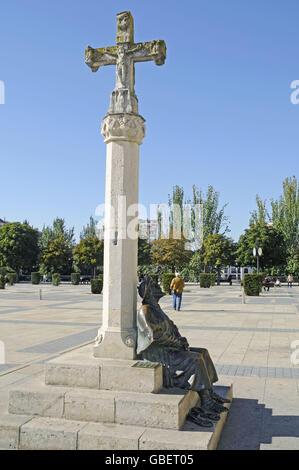 Cross, monument to the pilgrims, Camino de Santiago, Plaza San Marcos, Square, Leon, province of Castile and Leon, - Stock Photo