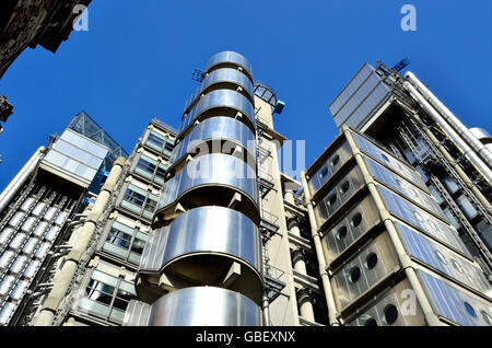London, England, UK. The Lloyd's Building (Richard Rogers: 1978-1986) at 1 Lime Street. Home of Lloyds of London - Stock Photo