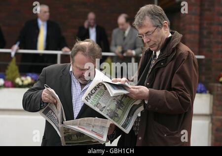Horse Racing - Cheltenham Festival 2009 - Day Two - Cheltenham Racecourse - Stock Photo