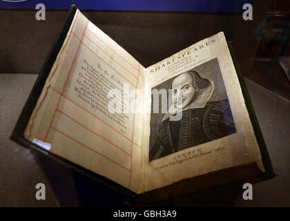 Book launched of 'new Shakespeare plays' - Stock Photo