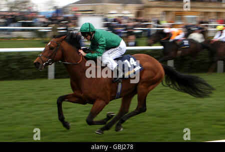 Horse Racing - William Hill Lincoln Meeting - Doncaster Racecourse - Stock Photo