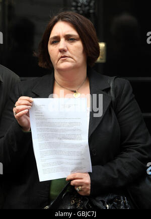 Letter demanding public inquiry into Iraq war - Stock Photo