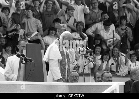 Religion - Pope John Paul II Visit to Britain - Ninian Park - Cardiff - Stock Photo
