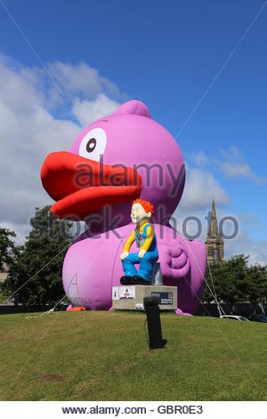 7th july 2016 oor wullie statue by apex hotel joined by - Purple Hotel 2016