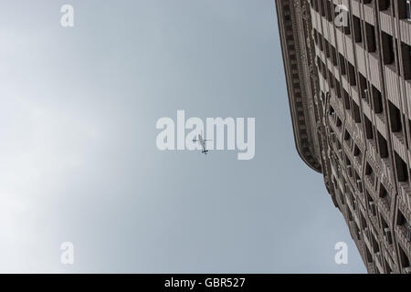 New York, USA. 7th July 2016.  Helicopter flies above marchers on Fifth Avenue near the Flatiron Building. Hundreds - Stock Photo