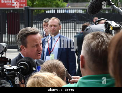 Warsaw, Poland. 8th July, 2016. UK Prime Minister David Cameron talks to journalists at a NATO summit. Credit:  Mykola Lazarenko/Press Office of the President of Ukraine/TASS/Alamy Live News Stock Photo