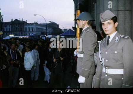 geography / travel, Germany, reunification, NVA guard, regiment Friedrich Ebert, Neue Wache, Unter den Linden, Berlin, - Stock Photo
