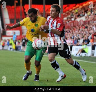 Soccer - Coca-Cola Football League One - Brentford v Norwich City - Griffin Park - Stock Photo