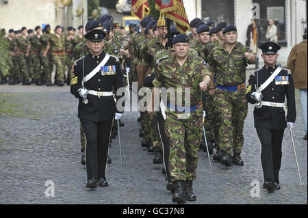 British troops march through German garrison town - Stock Photo