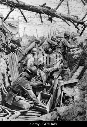 World War One - FRENCH BOMBERS IN TRENCH : 1916 - Stock Photo