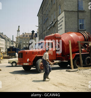 architecture, construction work, construction of the S-Bahn in Munich, Karlsplatz, concrete mixer, circa 1970, Additional - Stock Photo