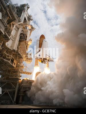 Space Shuttle Atlantis STS-135 lifts-off on the final space shuttle mission at the Kennedy Space Center July 8, - Stock Photo
