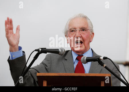 Durham, UK. 9th July, 2016. Dennis Skinner, the Labour Party Member of Parliament for Bolsover, speaking at the - Stock Photo