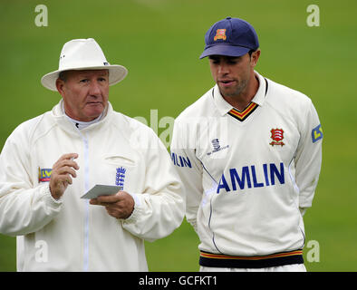 Cricket - Liverpool Victoria County Championship - Division One - Day One - Essex v  Kent - County Ground - Stock Photo
