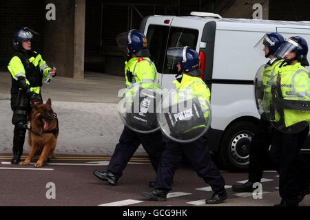 Police Stock, Aylesbury. Police Officers in riot gear in Aylesbury, Bucks Stock Photo