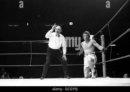 Boxing - Heavyweight - Joe Bugner v Joe Frazier - Earls Court - Stock Photo