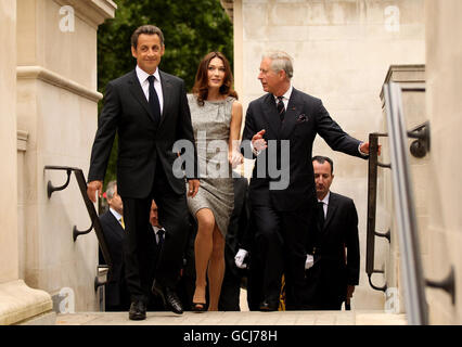 The Prince of Wales (right) French President Nicolas Sarkozy (left) and his wife Carla Bruni walk to a statue of General Charles De Gaulle after laying a wreath at the statues of HM King George VI and HM Queen Elizabeth in London.