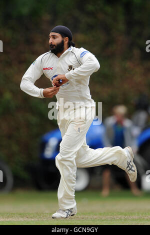 Cricket - Liverpool Victoria County Championship - Division Two - Day Three - Surrey v Sussex - Guildford Cricket - Stock Photo