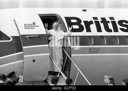 Religion - Pope John Paul II Visit to Britain - Cardiff Airport - 1982 - Stock Photo