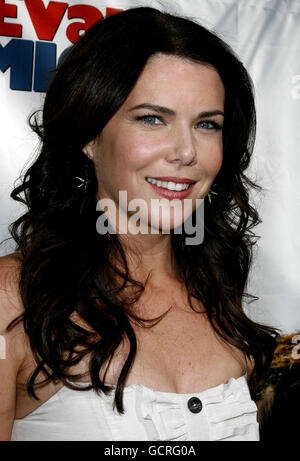 HOLLYWOOD, CALIFORNIA. Sunday June 10, 2007. Lauren Graham attends the World Premiere of 'Evan Almighty' held at - Stock Photo