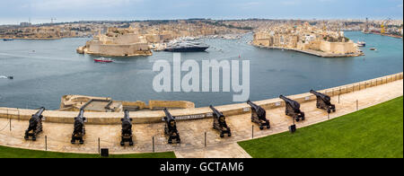 View from Valletta Upper Barrakka gardens over the Saluting Battery cannons to the Grand Harbour and Senglea, Birgu - Stock Photo