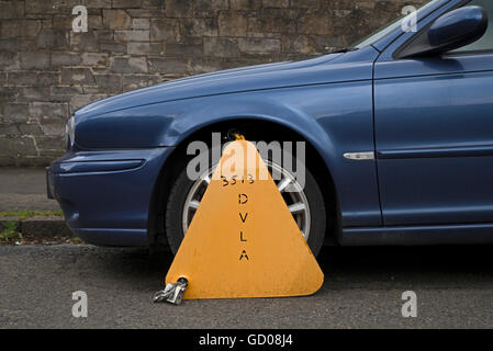 Untaxed car clamped by the DVLA. - Stock Photo