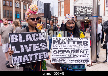 Brixton, London, UK. 9th July 2016. Young protesters holding posters supporting Black Lives Matter. Hundreds of - Stock Photo