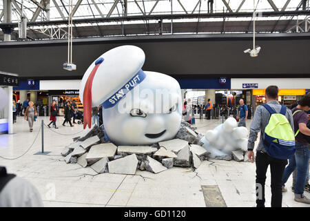 Waterloo, London, UK. 11th July 2016. Giant Stay Puft man and slime in Waterloo Station to promote th new Ghostbusters - Stock Photo
