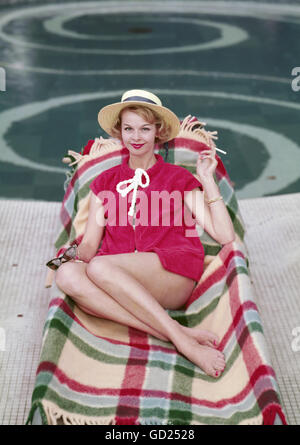 Fashion 1950s Ladies Fashion Hats Woman Wearing