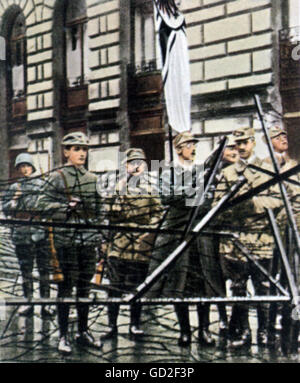 Beer Hall Putsch 1923, Heinrich Himmler with putschists, barricade in front of the Bavarian War Office, Ludwigstrasse, - Stock Photo