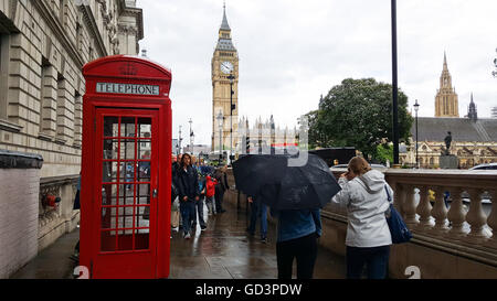 Westminster, London, UK. 11th July, 2016. Uk Weather - Rain showers in Westminster Credit:  Dinendra Haria/Alamy - Stock Photo