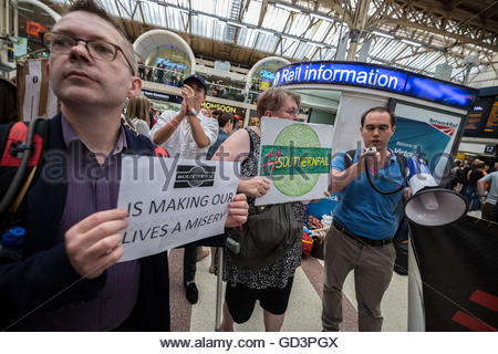 London, UK. 11th July, 2016. Commuters demonstrate against Southern Rail at London Victoria train station during - Stock Photo