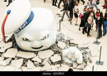 Waterloo, London, UK. 11th July, 2016. Stay Puft Marshmallow Man and slime along with a new york stlye subway kiosk - Stock Photo