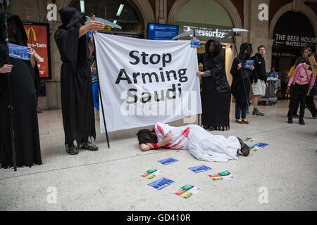 London, UK. 11th July, 2016. Human rights campaigners dressed as Grim Reapers protest against the Farnborough International - Stock Photo