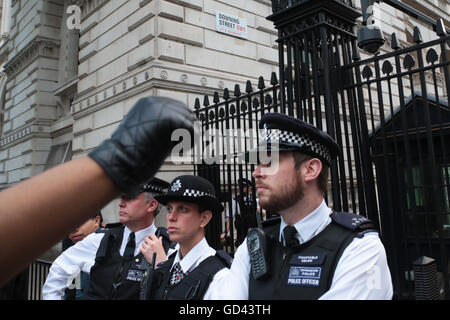 London, UK. 12th July, 2016. Demonstrators protest the shooting of African Americans in The protest is in response - Stock Photo