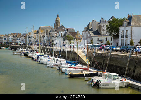 Le Croisic boats at anchor in the river harbour estuary - Stock Photo