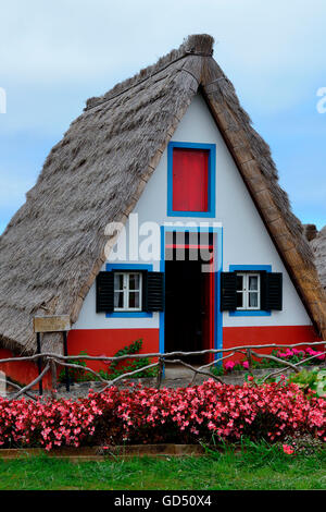 Santana portugal europe madeira casas de colmo straw for Haus in madeira