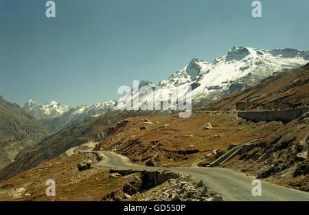 Manali-Leh Highway along Rohtang Pass - Stock Photo