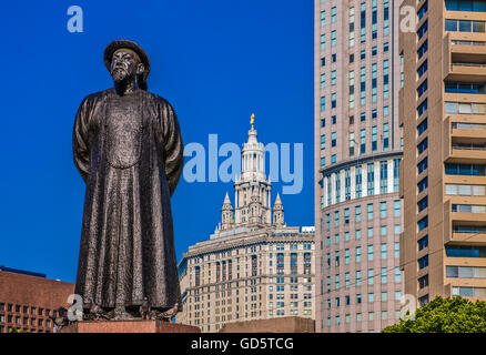 U.S.A., New York,Manhattan,Chinatown,the monument to Lin Ze Xu in Kim Lau square - Stock Photo