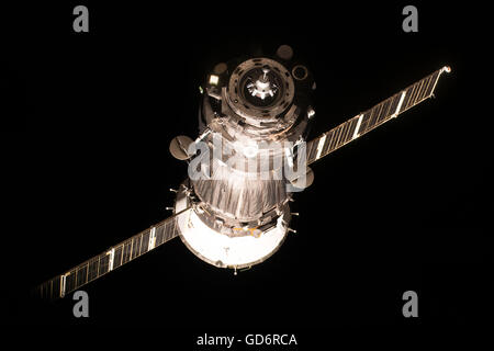 The Russian Soyuz MS-01 spacecraft approaches the International Space Station to dock carrying Expedition 48 crew - Stock Photo