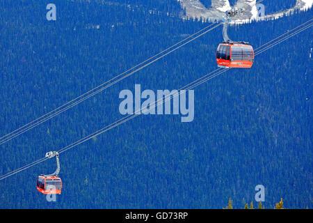 Peak to Peak gondola between Whistler and Blackcomb mountains, Whistler, British Columbia - Stock Photo
