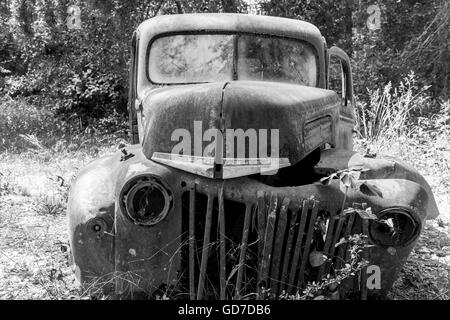 Crawfordville, Florida - USA. May 2016 - Old rusted truck abandoned in the forest of Wakulla - Stock Photo