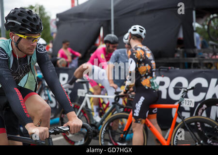 Red Hook Crit London 2016 Cycling Criterium Bike Race Fixed Bikes Track Bicycles Event UK Cycle Events Man Woman - Stock Photo