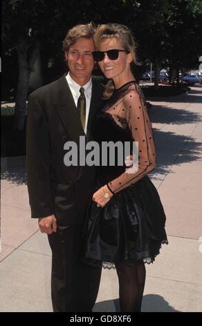 Feb. 14, 2006 - WAYNE GRETZKY WITH JANET JONES 05-1989.CREDIT BY - © Roger Karnbad/ZUMA Wire/Alamy Live News - Stock Photo