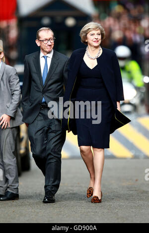 London, UK. 13th July, 2016. Prime Minister Theresa May and husband Philip arrive at Number 10 Downing Street. Theresa - Stock Photo
